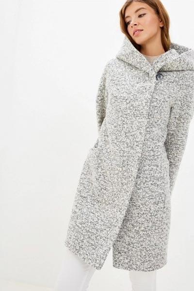 Пальто букле с капюшоном