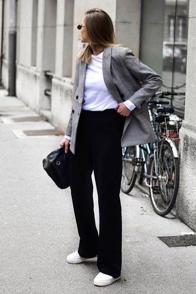 Слипоны с широкими брюками и жакетом