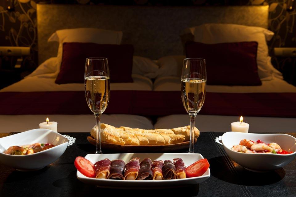 Романтический стол для двоих