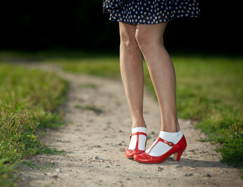 Короткие носки с платьем